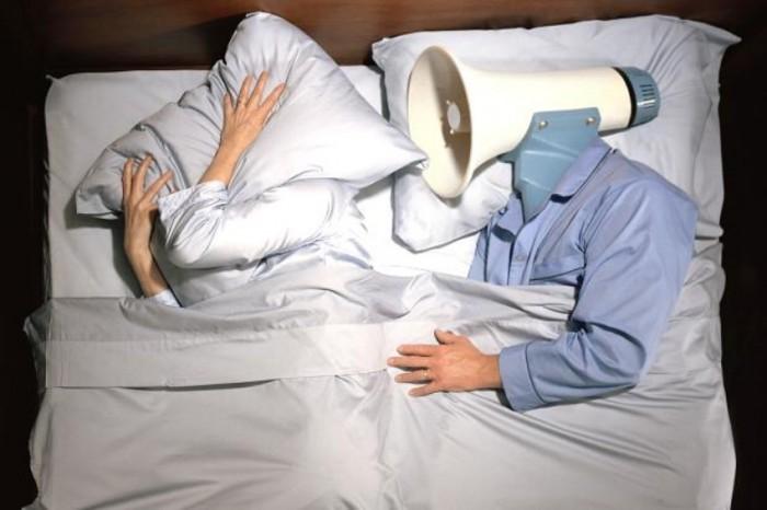 Человек разговаривает во сне