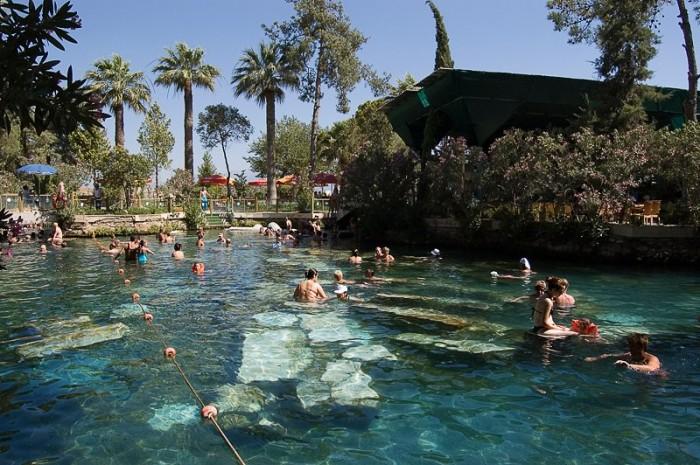 Бассейн Клеопатры в Памуккале, Турция