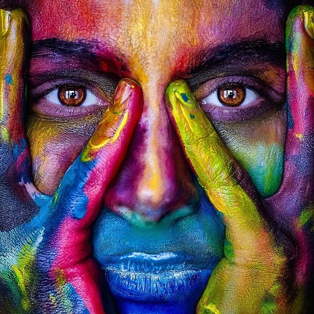 Девушка в краске