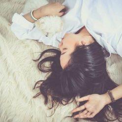 Спящая девушка фото